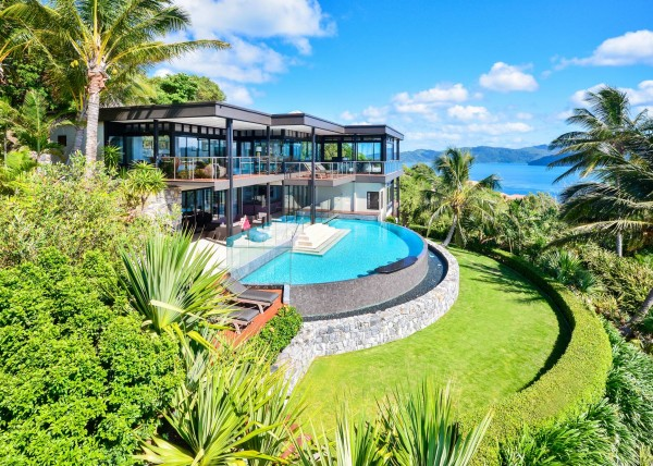 Hamilton island luxury homes Two story holiday homes