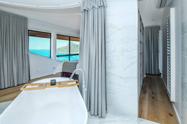 Bed 1 King bath & storage