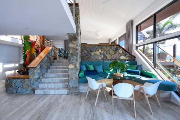 Dining & lounge stairs